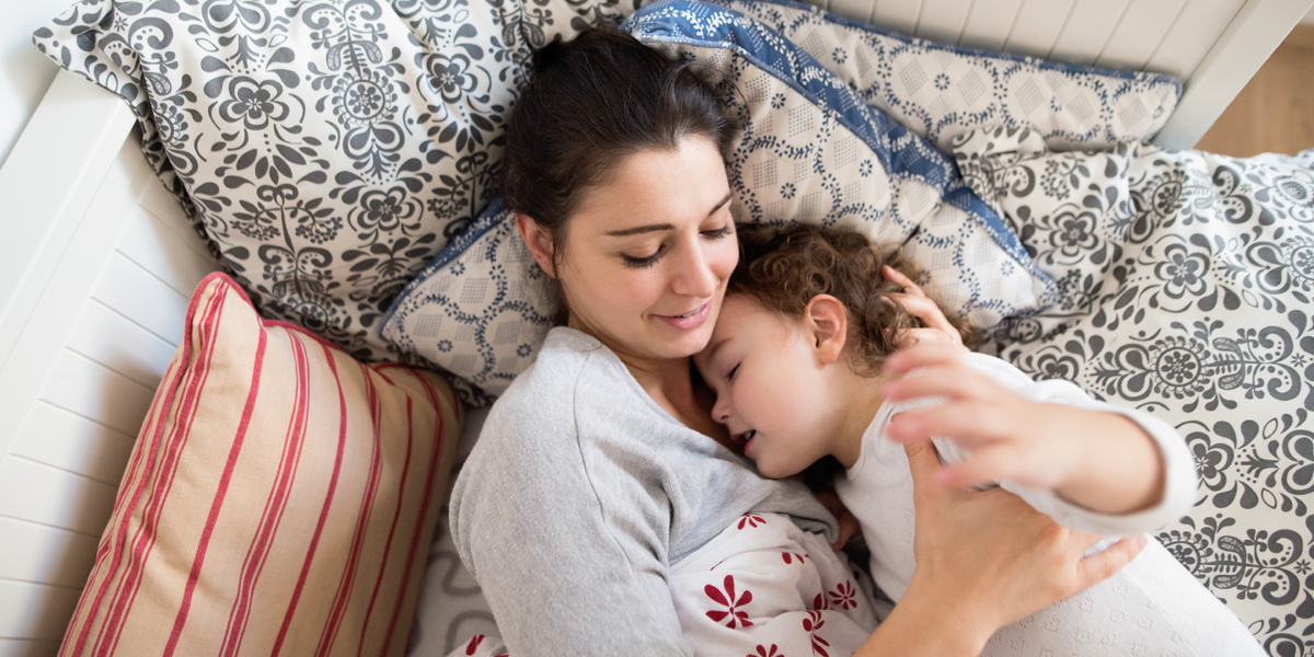 MOM,CHILD,BED TIME