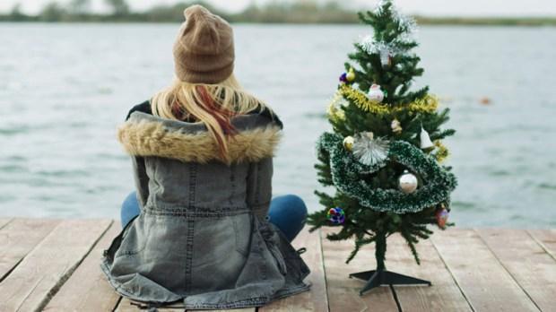 WOMAN;CHRISTMAS;TREE;DOCK