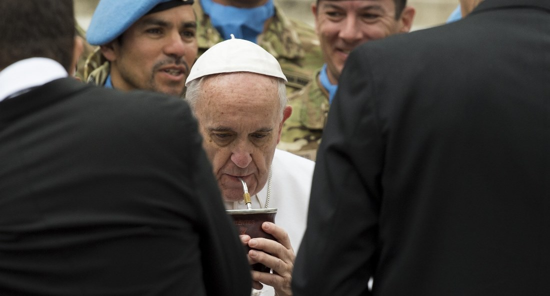 POPE DRINKING MATE