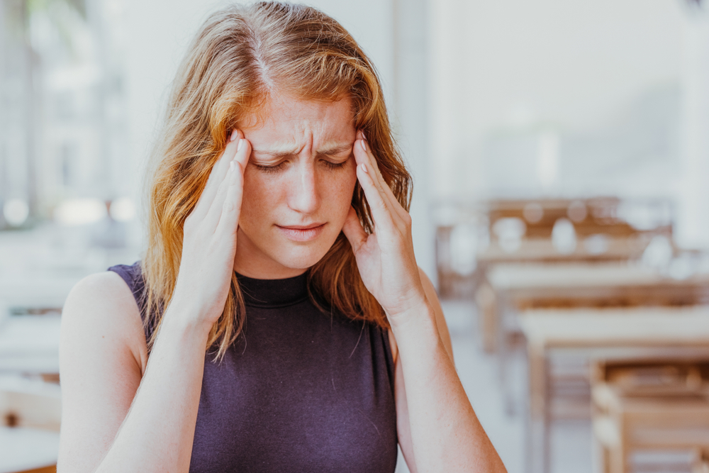 WOMAN, HEADACHE, CONCENTRATION