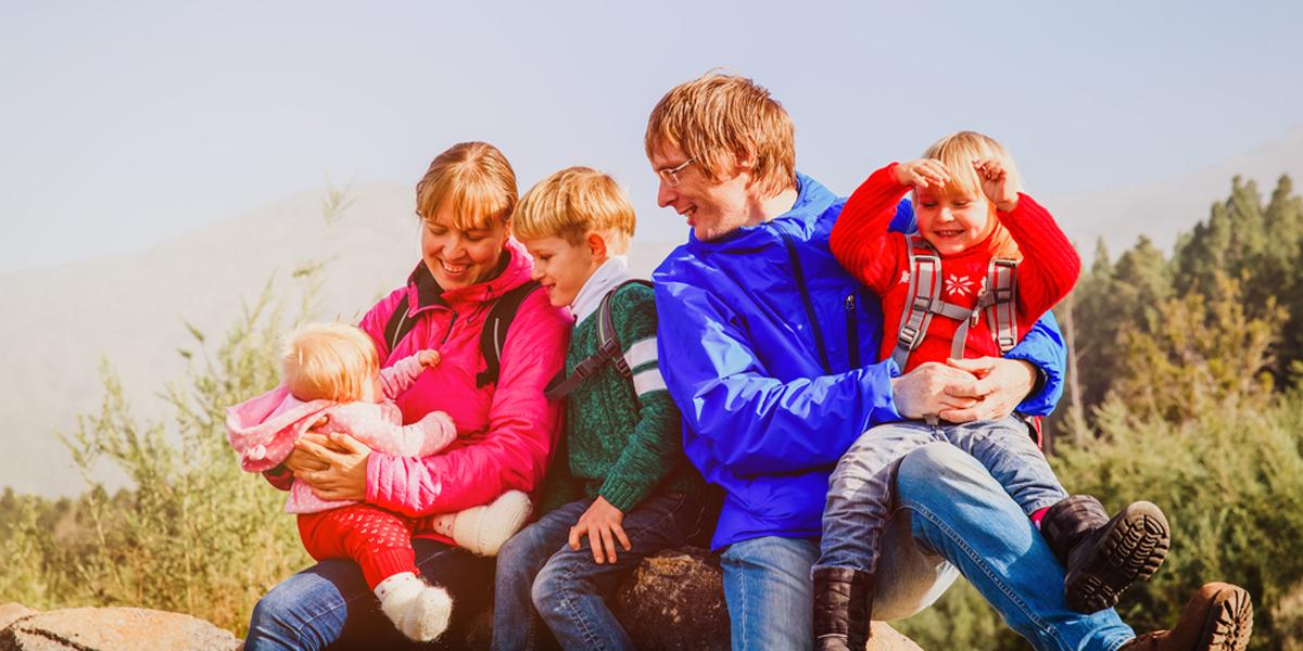 FAMILY,HIKING,MOUNTAINS