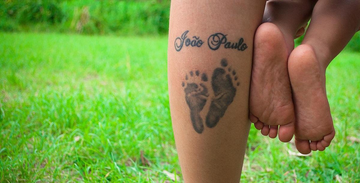 TATTOO OF A CHILD LEGS