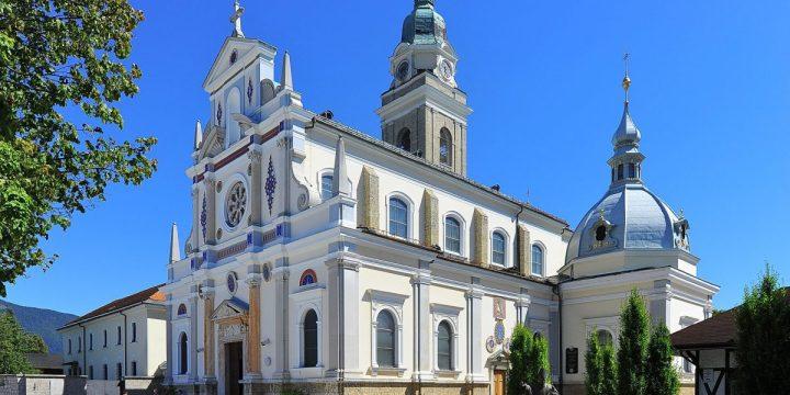 Slovenske cerkve, ki so posvečene Mariji Pomagaj