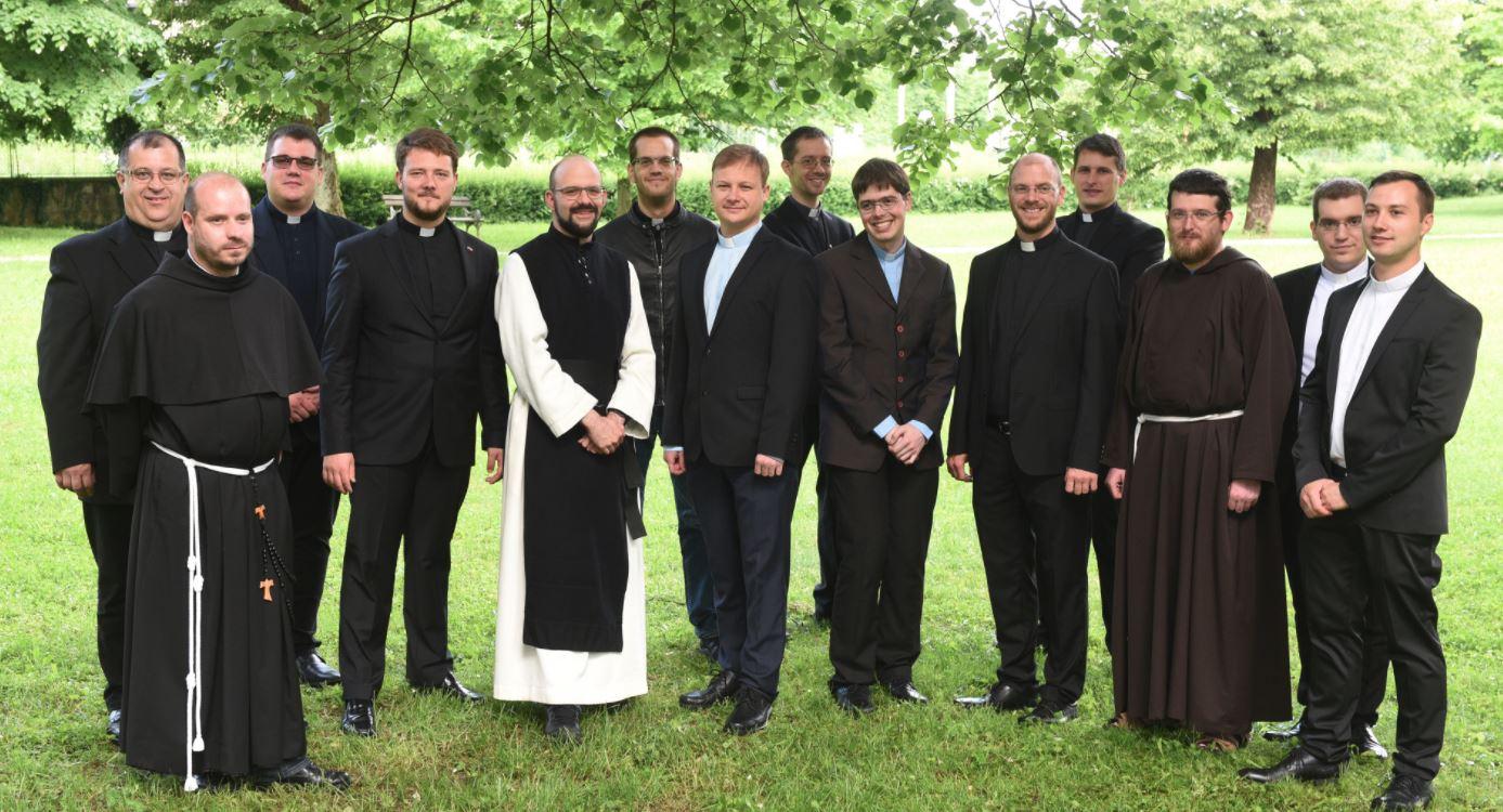 NOVOMASNIKI PRIESTS
