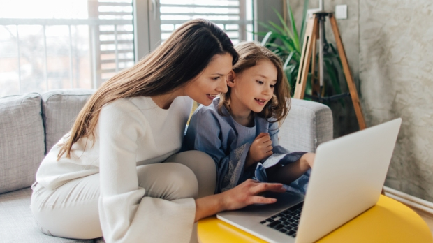 MOM,DAUGHTER,TECHNOLOGY