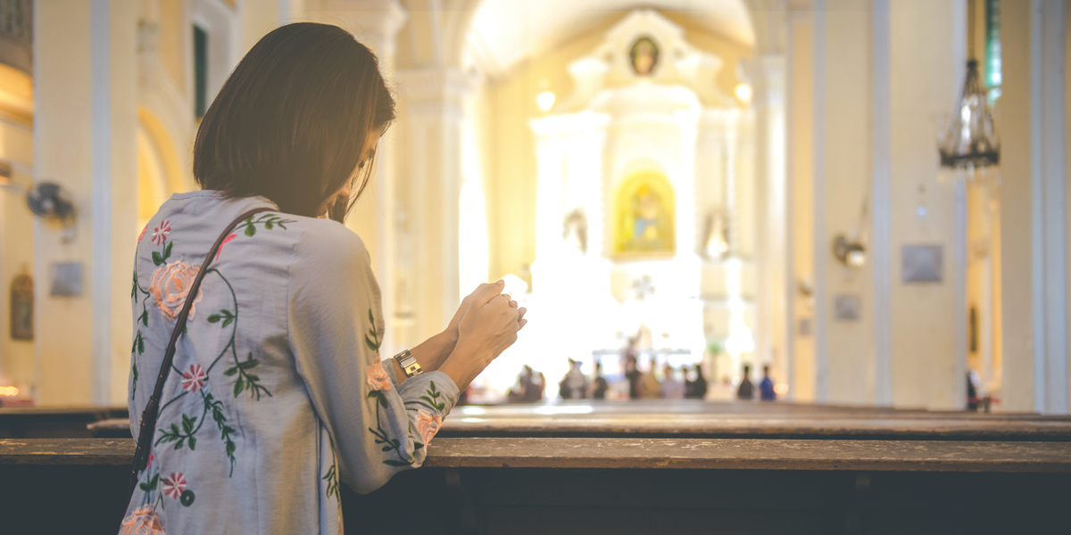 WOMAN,PRAYER,MASS