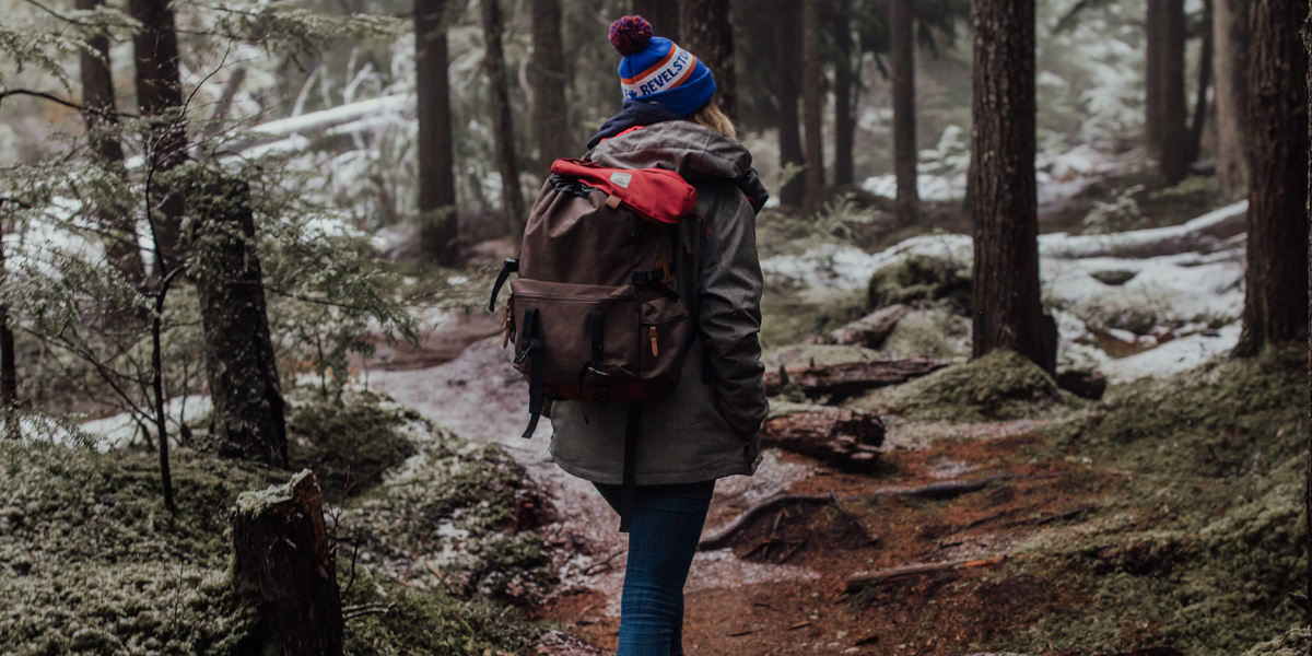 WOMAN,HIKING,WINTER