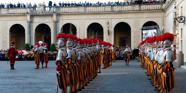 Lepota in moč: Prisega švicarske garde je nekaj, kar je treba videti