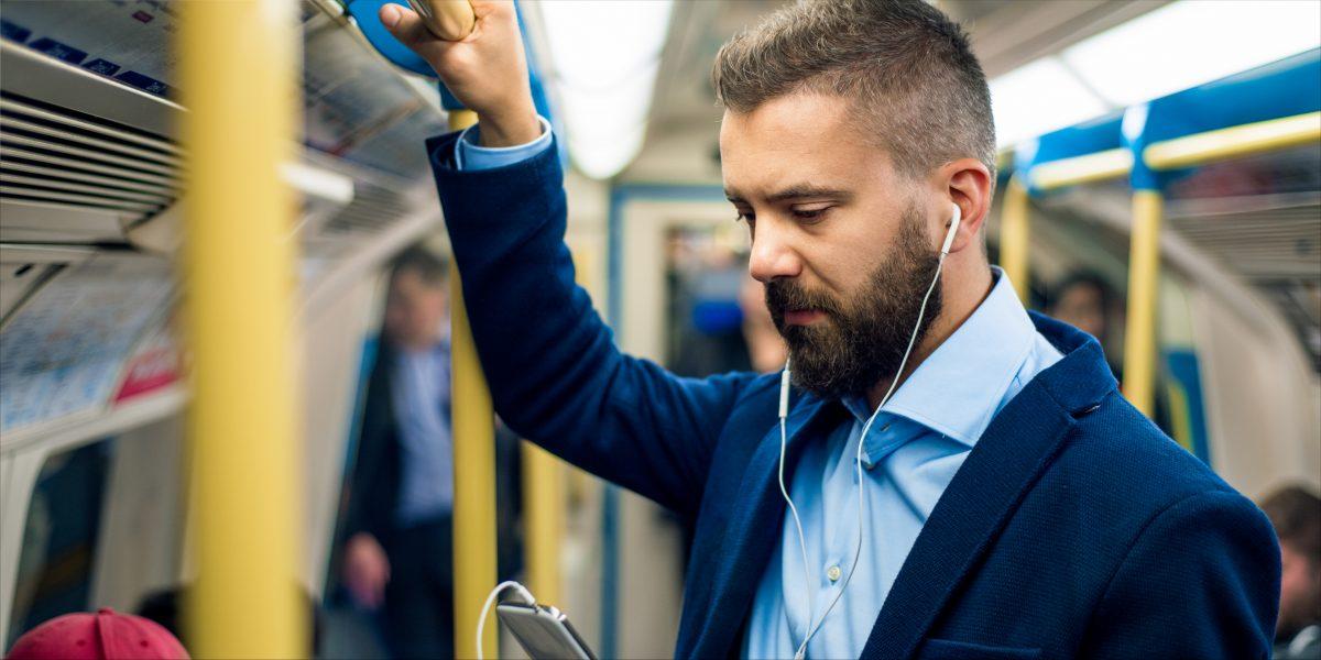Homme dans le métro