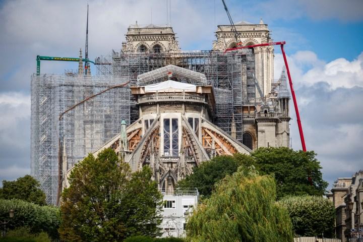 Fotografije katedrale Notre Dame dobro leto dni po požaru