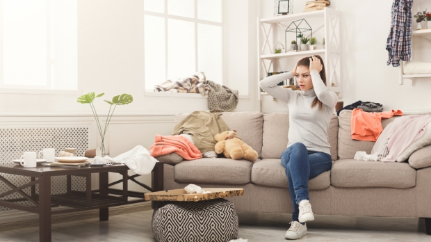 DESPERATE WOMAN MESSY LIVING ROOM